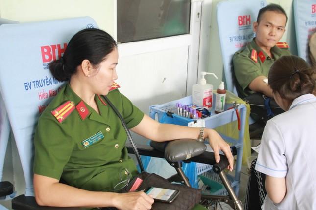 Gần 500 cán bộ, chiến sỹ Công an hiến máu tình nguyện ngày giáp Tết ảnh 11