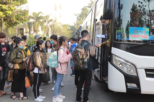 2.500 sinh viên TPHCM lên 'Chuyến xe mùa xuân' về quê đón Tết ảnh 14