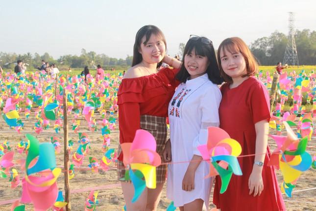 Vườn hoa hướng dương 'khổng lồ' ở Quảng Ngãi hút khách ngày cận Tết ảnh 23