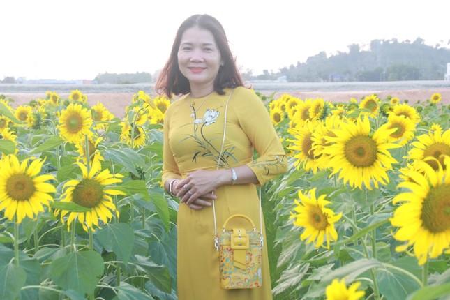 Vườn hoa hướng dương 'khổng lồ' ở Quảng Ngãi hút khách ngày cận Tết ảnh 14