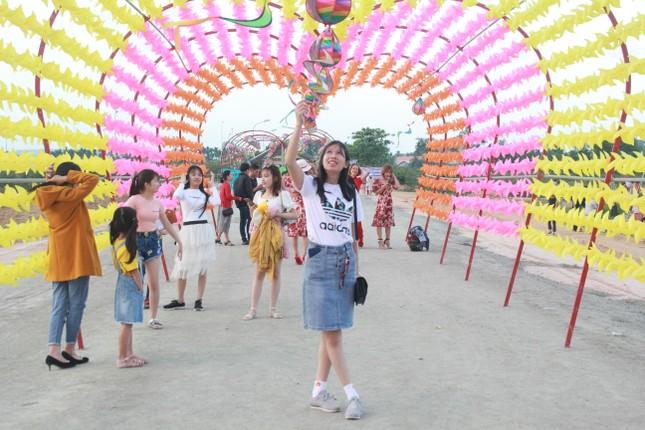 Vườn hoa hướng dương 'khổng lồ' ở Quảng Ngãi hút khách ngày cận Tết ảnh 25