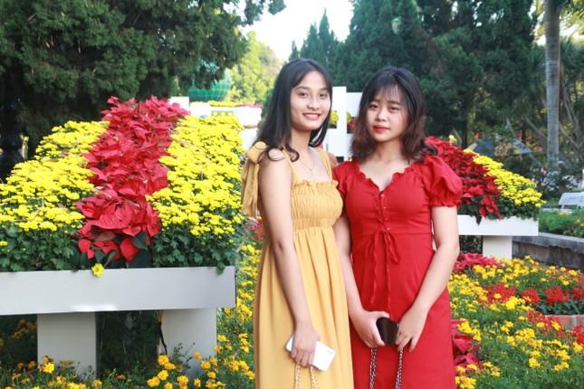 Người dân Quảng Ngãi rộn ràng 'check-in' với gia đình chuột ở công viên Ba Tơ ảnh 18