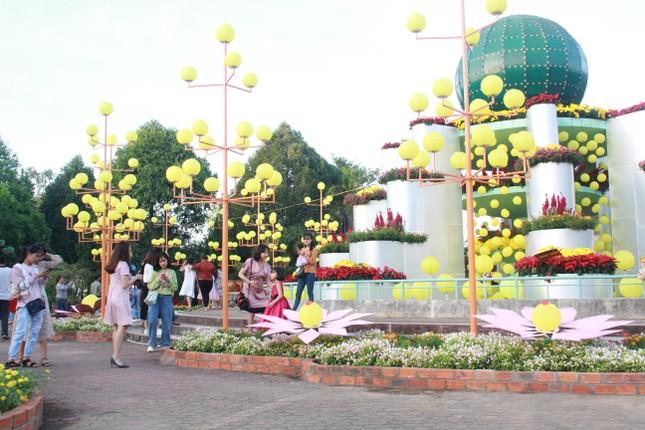 Người dân Quảng Ngãi rộn ràng 'check-in' với gia đình chuột ở công viên Ba Tơ ảnh 12
