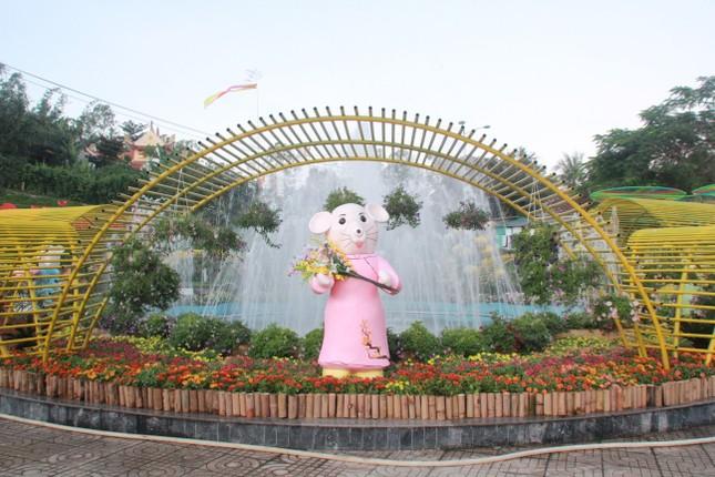 Người dân Quảng Ngãi rộn ràng 'check-in' với gia đình chuột ở công viên Ba Tơ ảnh 20