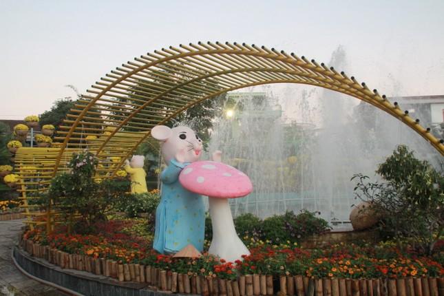 Người dân Quảng Ngãi rộn ràng 'check-in' với gia đình chuột ở công viên Ba Tơ ảnh 21