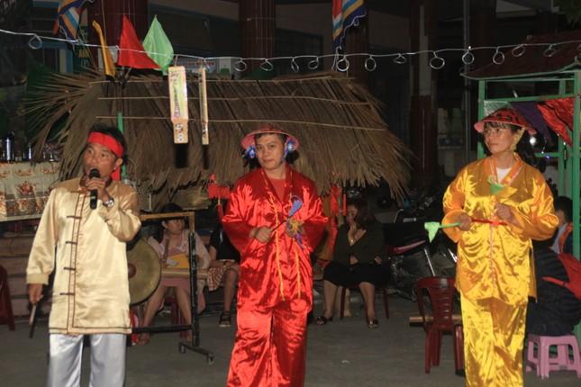 Người dân Quảng Ngãi rộn ràng vui xuân với hội bài chòi ảnh 5