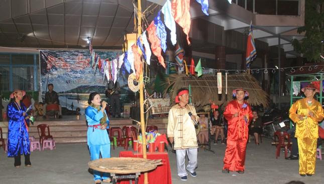 Người dân Quảng Ngãi rộn ràng vui xuân với hội bài chòi ảnh 1
