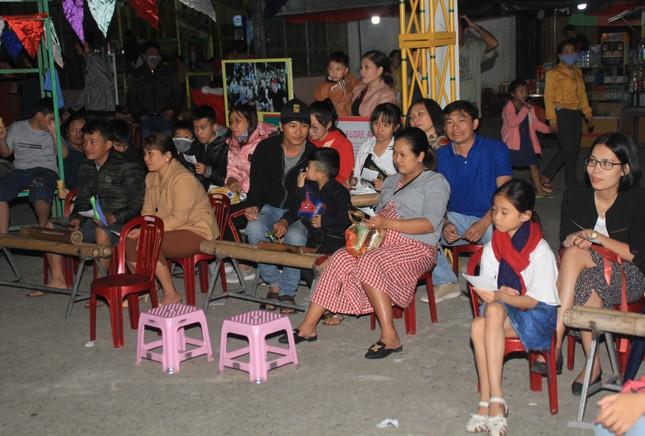 Người dân Quảng Ngãi rộn ràng vui xuân với hội bài chòi ảnh 8