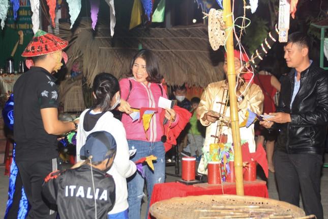 Người dân Quảng Ngãi rộn ràng vui xuân với hội bài chòi ảnh 11
