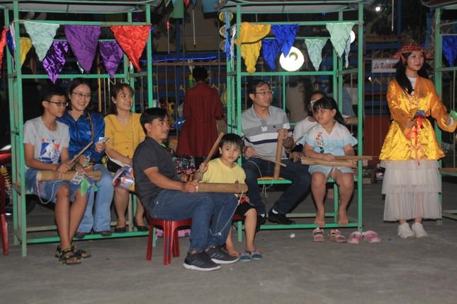 Người dân Quảng Ngãi rộn ràng vui xuân với hội bài chòi ảnh 9