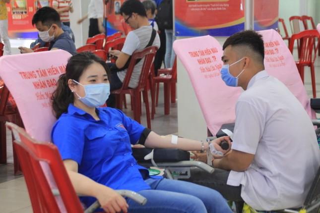 Trương Quỳnh Anh, Hồ Đức Vĩnh cùng đông đảo bạn trẻ hiến máu ảnh 3