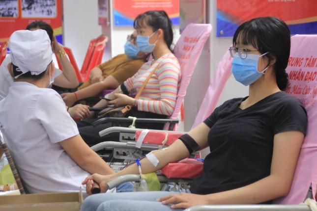 Trương Quỳnh Anh, Hồ Đức Vĩnh cùng đông đảo bạn trẻ hiến máu ảnh 4