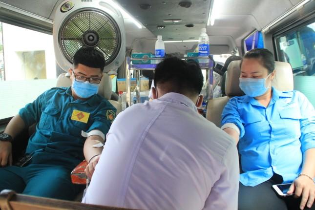 Trương Quỳnh Anh, Hồ Đức Vĩnh cùng đông đảo bạn trẻ hiến máu ảnh 6
