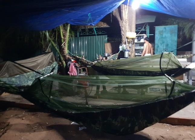 Cảm động 'những chiến binh khử khuẩn' ở Bình Thuận ảnh 6