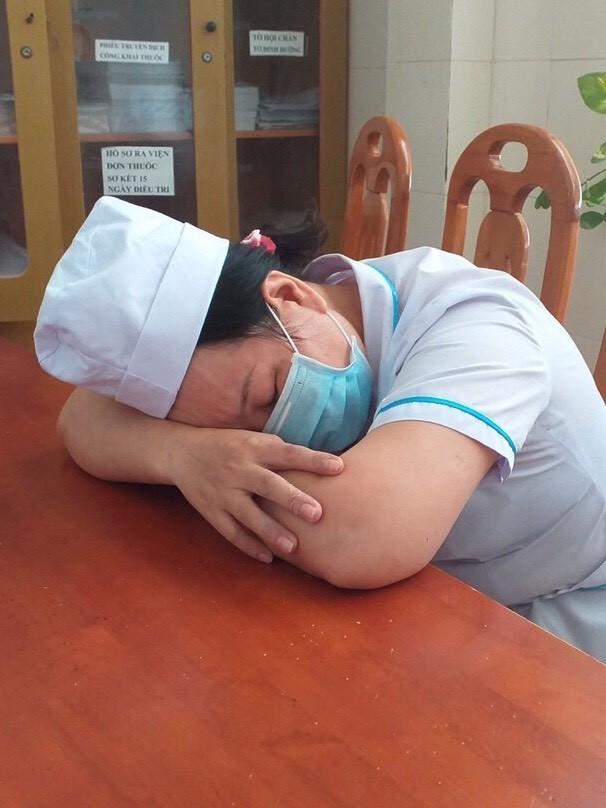 Cảm động 'những chiến binh khử khuẩn' ở Bình Thuận ảnh 10