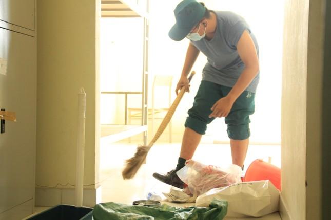 Tình nguyện viên ở Ký túc xá làm nơi cách ly ảnh 5