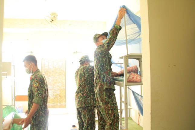Tình nguyện viên ở Ký túc xá làm nơi cách ly ảnh 12