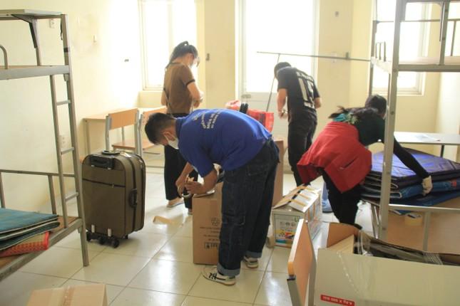 Tình nguyện viên ở Ký túc xá làm nơi cách ly ảnh 2