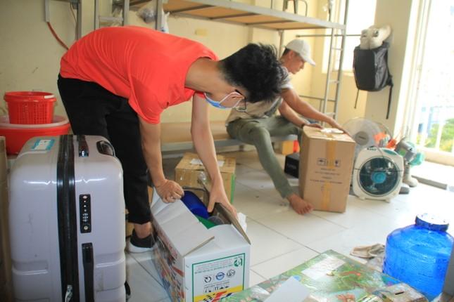 Tình nguyện viên ở Ký túc xá làm nơi cách ly ảnh 6