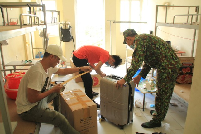 Tình nguyện viên ở Ký túc xá làm nơi cách ly ảnh 7