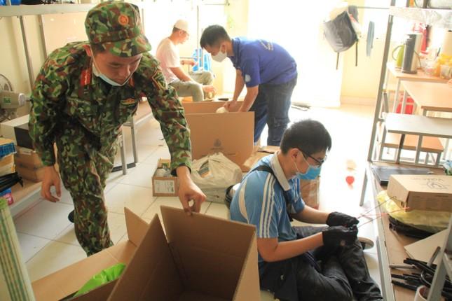 Tình nguyện viên ở Ký túc xá làm nơi cách ly ảnh 8