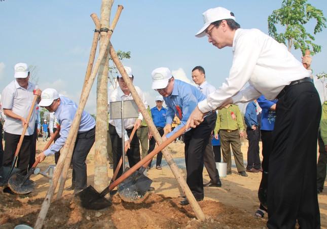 TPHCM phát động Tết trồng cây, đặt mục tiêu trồng 1 triệu cây xanh trong năm 2020 ảnh 4