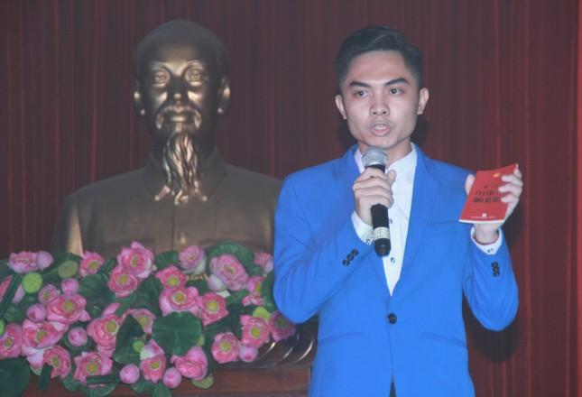 Thí sinh Ngô Anh Tú đoạt quán quân cuộc thi 'Quyển sách tôi yêu' ảnh 4