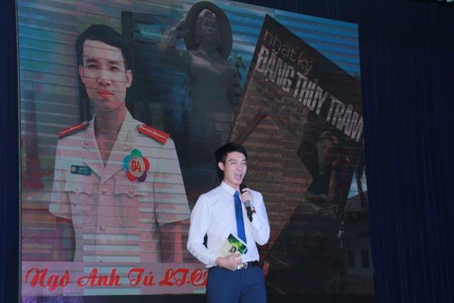 Thí sinh Ngô Anh Tú đoạt quán quân cuộc thi 'Quyển sách tôi yêu' ảnh 6