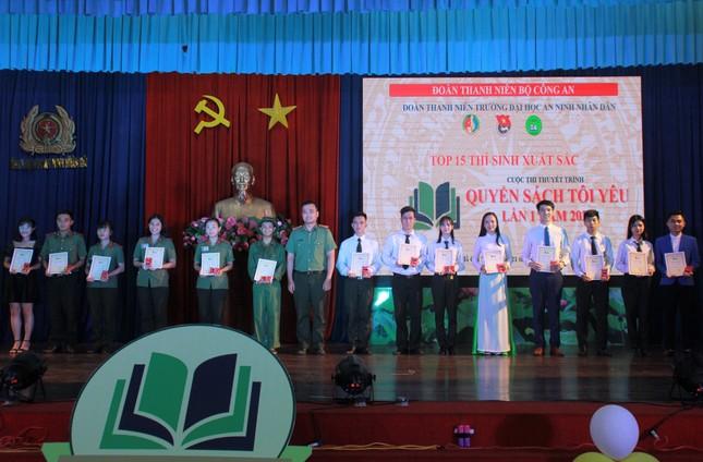 Thí sinh Ngô Anh Tú đoạt quán quân cuộc thi 'Quyển sách tôi yêu' ảnh 9