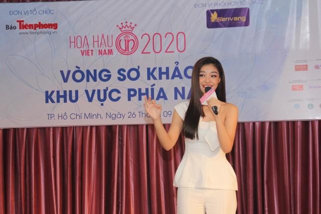 Nhìn lại giây phút công bố Top 30 thí sinh bước vào Bán kết Hoa hậu Việt Nam 2020 ảnh 16