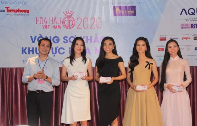 Nhìn lại giây phút công bố Top 30 thí sinh bước vào Bán kết Hoa hậu Việt Nam 2020 ảnh 15