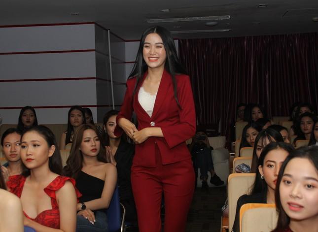 Nhìn lại giây phút công bố Top 30 thí sinh bước vào Bán kết Hoa hậu Việt Nam 2020 ảnh 6
