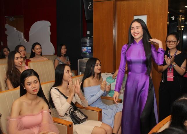Nhìn lại giây phút công bố Top 30 thí sinh bước vào Bán kết Hoa hậu Việt Nam 2020 ảnh 7