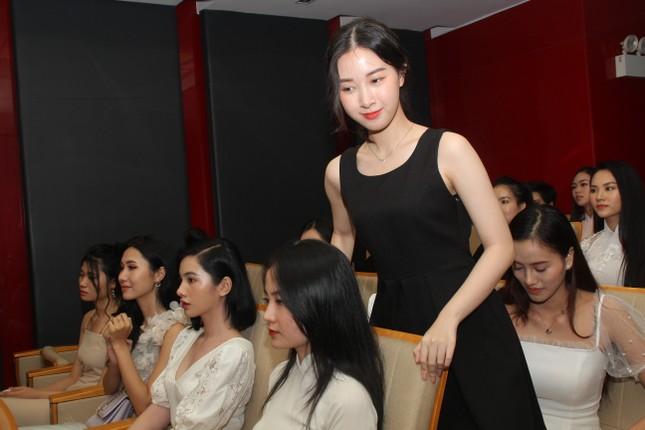 Nhìn lại giây phút công bố Top 30 thí sinh bước vào Bán kết Hoa hậu Việt Nam 2020 ảnh 5