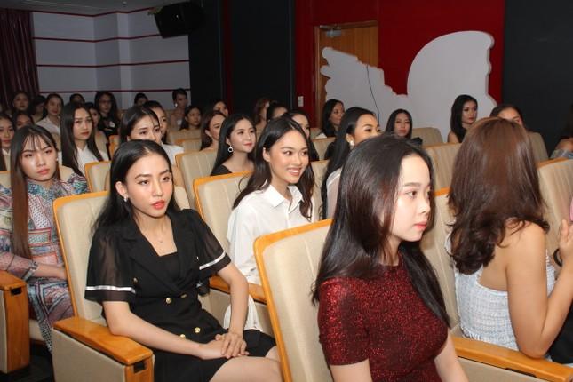 Nhìn lại giây phút công bố Top 30 thí sinh bước vào Bán kết Hoa hậu Việt Nam 2020 ảnh 4