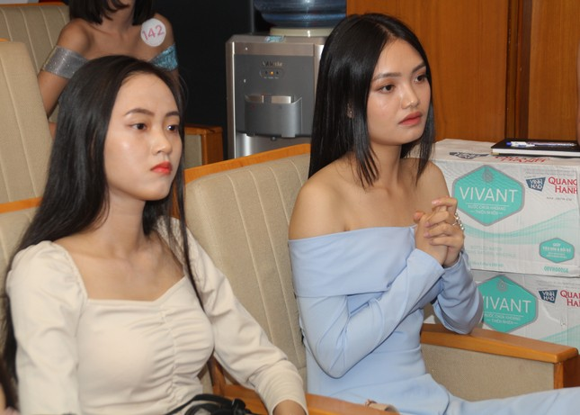 Nhìn lại giây phút công bố Top 30 thí sinh bước vào Bán kết Hoa hậu Việt Nam 2020 ảnh 2