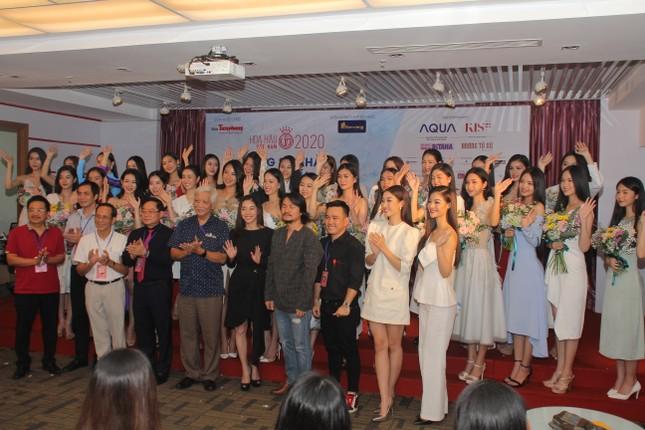 Nhìn lại giây phút công bố Top 30 thí sinh bước vào Bán kết Hoa hậu Việt Nam 2020 ảnh 9