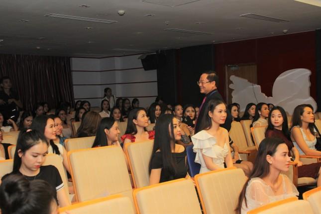 Nhìn lại giây phút công bố Top 30 thí sinh bước vào Bán kết Hoa hậu Việt Nam 2020 ảnh 12