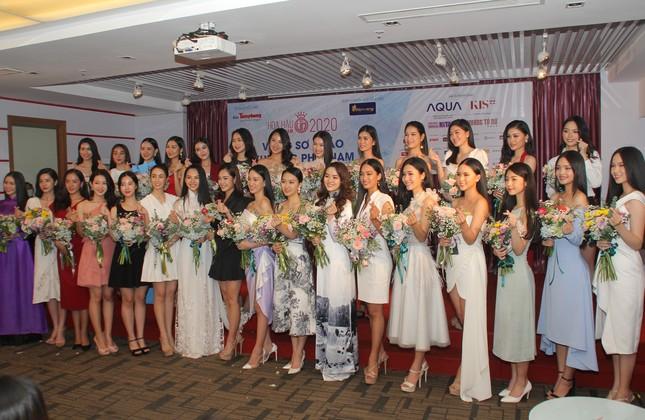 Nhìn lại giây phút công bố Top 30 thí sinh bước vào Bán kết Hoa hậu Việt Nam 2020 ảnh 8