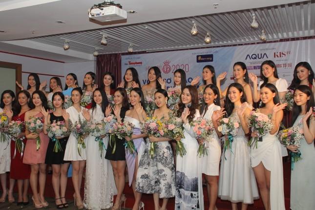 Nhìn lại giây phút công bố Top 30 thí sinh bước vào Bán kết Hoa hậu Việt Nam 2020 ảnh 11