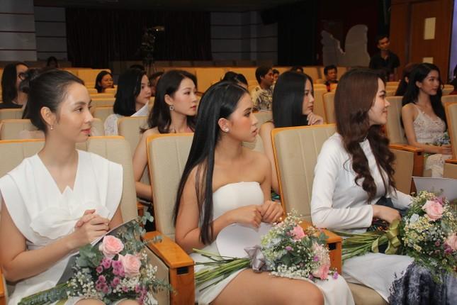 Nhìn lại giây phút công bố Top 30 thí sinh bước vào Bán kết Hoa hậu Việt Nam 2020 ảnh 19
