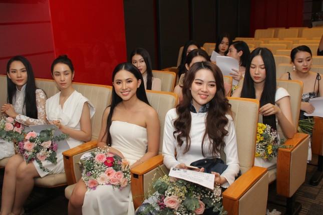 Nhìn lại giây phút công bố Top 30 thí sinh bước vào Bán kết Hoa hậu Việt Nam 2020 ảnh 18