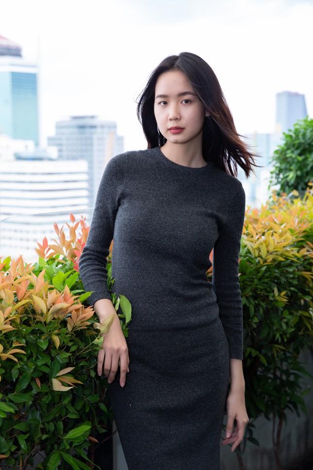 Thí sinh cao nhất Hoa hậu Việt Nam 2020 với 1m84: 'Vào Bán kết làm em bất ngờ và bối rối' ảnh 3