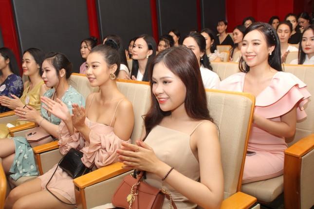 Thí sinh cao nhất Hoa hậu Việt Nam 2020 với 1m84: 'Vào Bán kết làm em bất ngờ và bối rối' ảnh 2