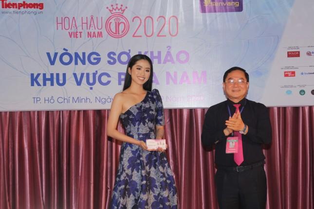 Thí sinh cao nhất Hoa hậu Việt Nam 2020 với 1m84: 'Vào Bán kết làm em bất ngờ và bối rối' ảnh 4