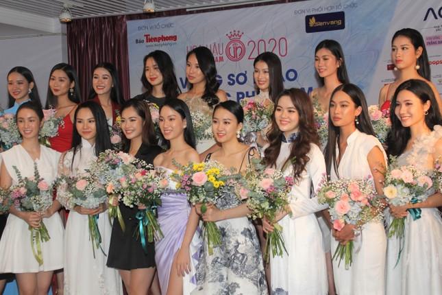 Thí sinh cao nhất Hoa hậu Việt Nam 2020 với 1m84: 'Vào Bán kết làm em bất ngờ và bối rối' ảnh 1