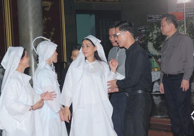 Đông đảo thế hệ nghệ sĩ đến tiễn biệt NSND Lý Huỳnh ảnh 5