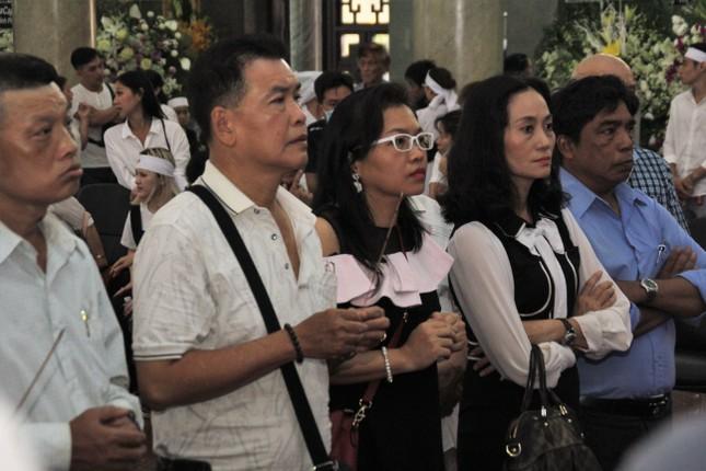 Lý Hùng nghẹn ngào nói lời tri ân trước giờ đưa NSND Lý Huỳnh về nơi an nghỉ cuối cùng ảnh 2