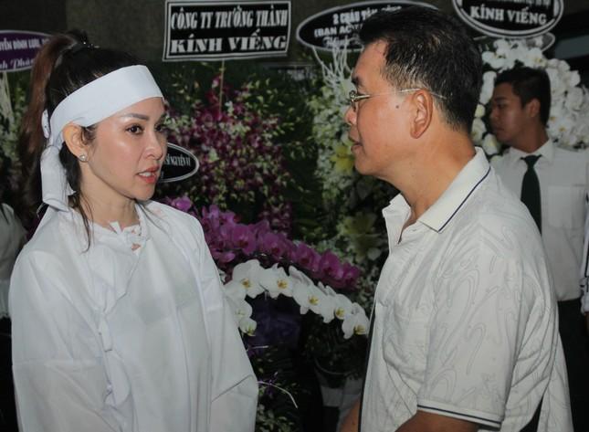 Lý Hùng nghẹn ngào nói lời tri ân trước giờ đưa NSND Lý Huỳnh về nơi an nghỉ cuối cùng ảnh 6