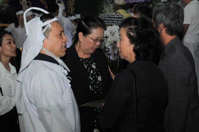 Lý Hùng nghẹn ngào nói lời tri ân trước giờ đưa NSND Lý Huỳnh về nơi an nghỉ cuối cùng ảnh 5